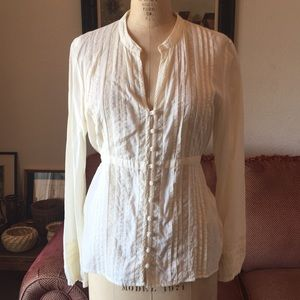 Incredibly feminine fitted cotton blouse from ana